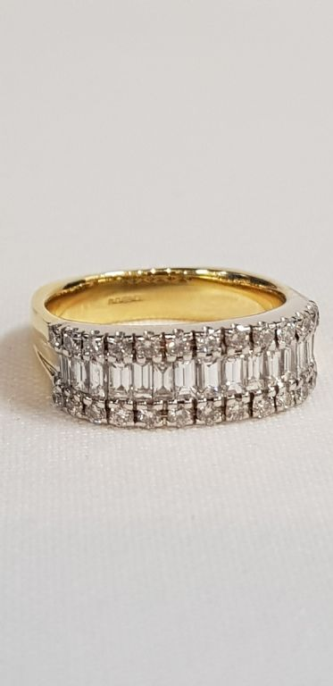 BRAND NEW 18 CARAT GOLD DIAMOND RING WITH 1.75 CARAT FO DIAMONDS - £700
