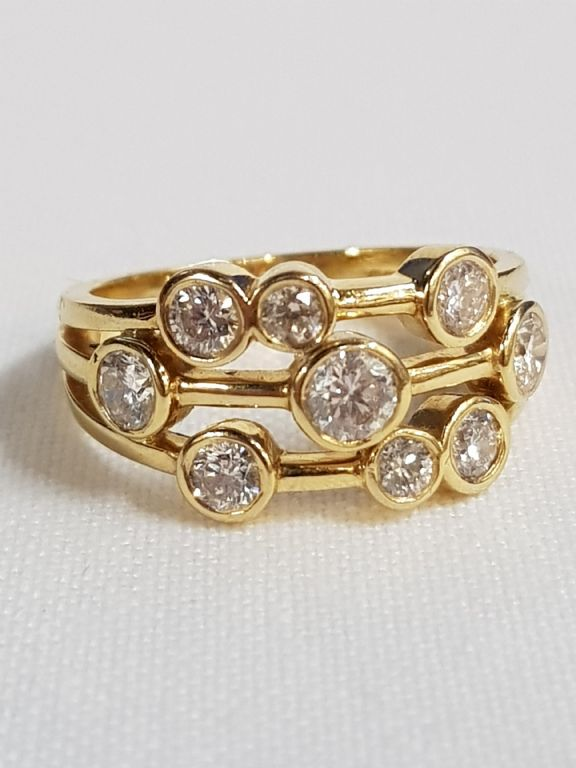 18 Carat Gold Diamond Ring - £600