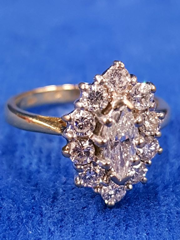 18 CARAT GOLD DIAMOND RING - £1,000