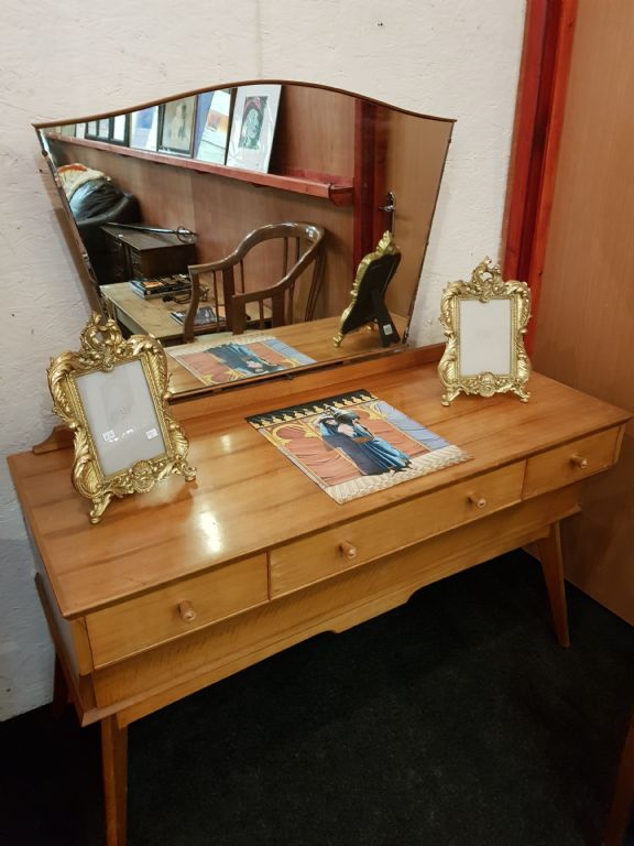 RETRO DRESSING TABLE - £90