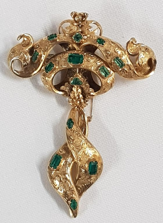 VICTORIAN 18CT GOLD & EMERALD BROOCH - £750