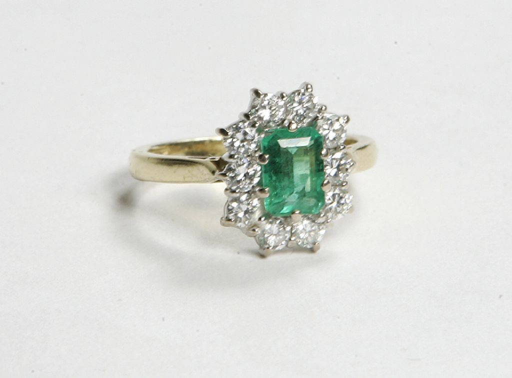 18 Carat Gold Emerald & Diamond Ring - £1000